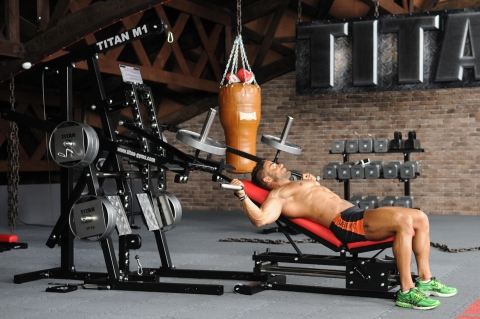 TITAN M1 Multi-Gym Option JA Fliegende positiv