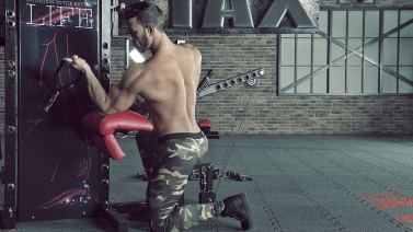 Kneeling One Arm Cable Curl | TYTAX® S6 bizeps